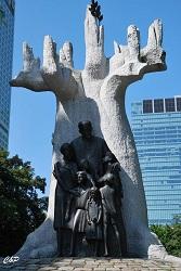 2010-06-26 - Sculpture d'un médecin protecteur des enfants